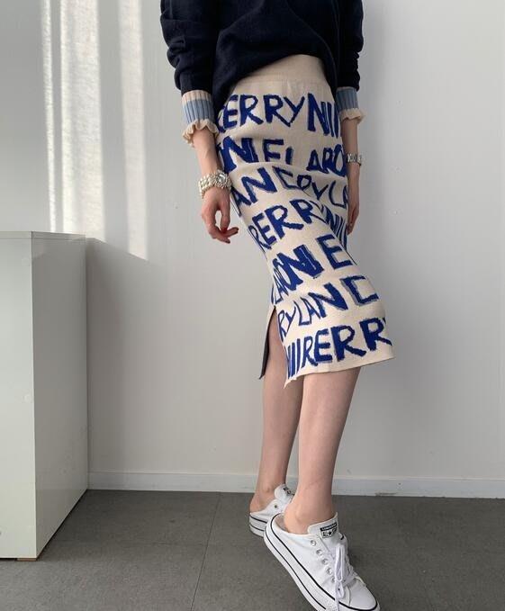 【現貨】妖精韓衣藏--韓國代購--秋冬新款 時尚彈性英文字母針織半身裙 HKB1125007