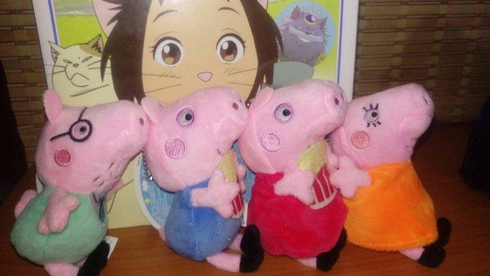 ///可愛娃娃///~3吋正版可愛的粉紅豬小妹爆米花款~佩佩豬~喬治豬~爸爸媽媽絨毛娃娃吊飾(單隻價)---約14公分