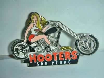 aaL.(企業寶寶玩偶娃娃)少見美式貓頭鷹餐廳(HOOTERS)美女騎哈雷機車造型紀念章/勳章/徽章!/%/-P