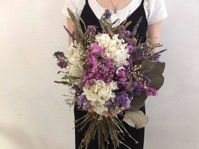D32。粉紫白色系乾燥花捧花。拍照捧花。客製新娘捧花。台北自取【Flower&House花藝之家】