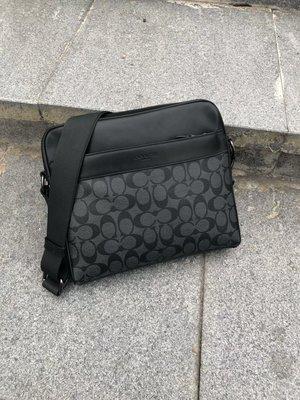 【紐約精品舖】COACH 28456 黑 韓版潮男包 PVC配皮斜跨包 附購證 贈禮品紙袋 美國正品代購