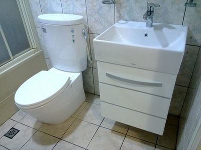 TOTO馬桶CW260+緩降便蓋TC301+臉盆L710+龍頭TLS03301PA+710專用浴櫃