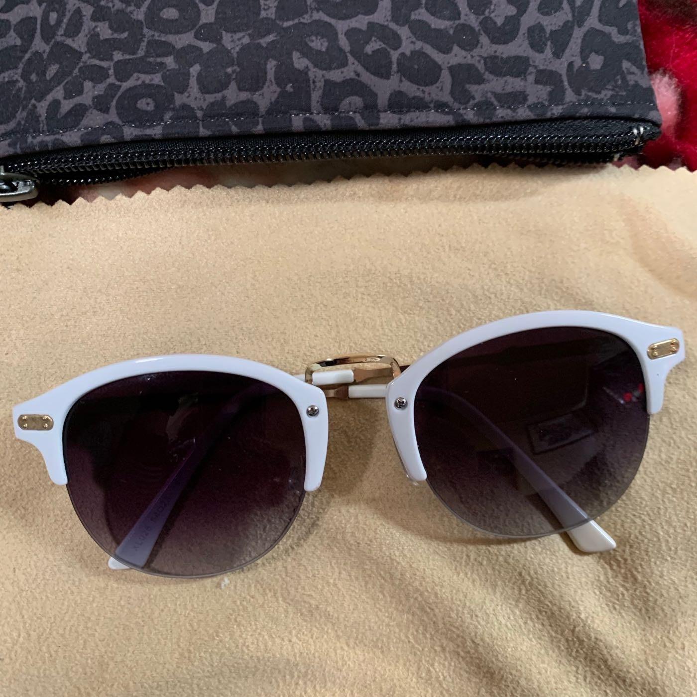 太陽眼鏡9成新(左珍桌抽)
