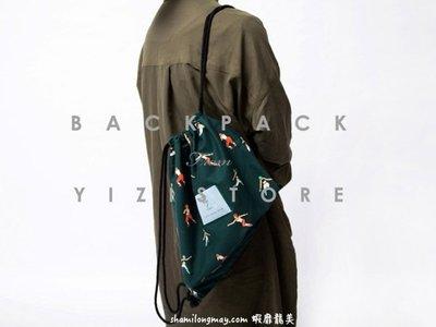 HAPPY+【V5136】YIZI 後背包 書包 手提包 束口袋 人物系列 美人魚 斑馬 插畫 印花 藍色 托特包 帆布