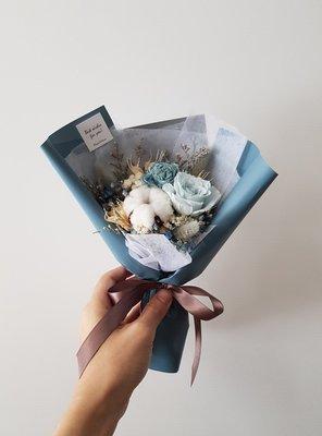 淺藍玫瑰永生+乾燥花迷你小花束│乾燥花...