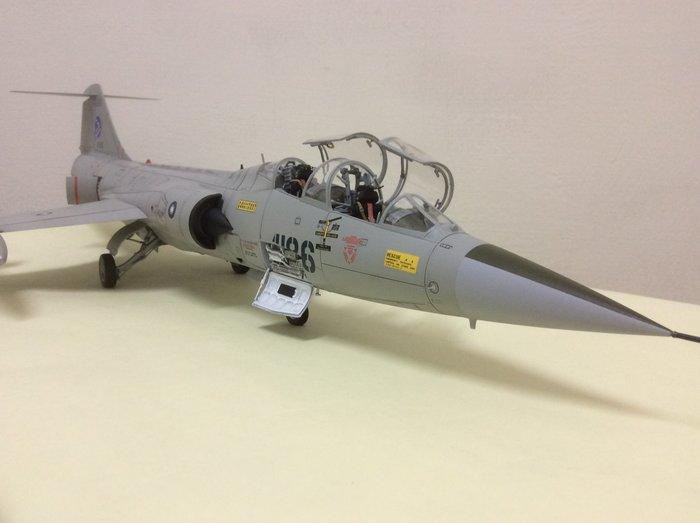TF-104星式雙座戰鬥&教練兩用飛機