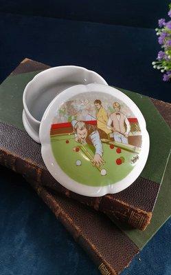 【卡卡頌 歐洲古董】法國老件未用  LIMOGES 利摩日 撞球 花邊 瓷盒  首飾盒  珠寶盒  p1759 ✬