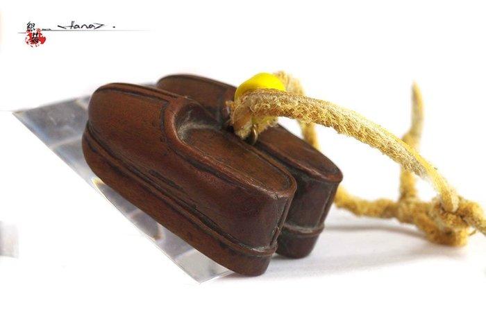 銀囍早期古物收藏—老銀手鐲 古玩黃楊木雕 包掛把玩件  繡花鞋 和諧