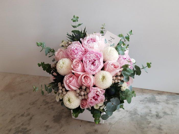 B72。期間限定。牡丹盆花。粉白色系盆花。祝賀開幕生日喬遷。婚禮桌花。台北花店。【Flower&House花藝之家】