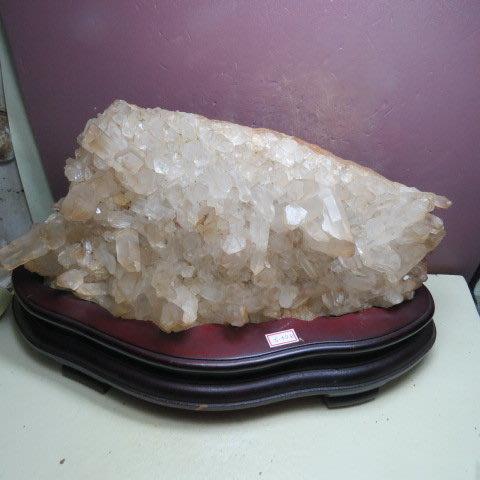 【競標網】漂亮巴西天然3A白水晶簇原礦5340公克(贈座)(網路特價品、原價12000元)限量一件