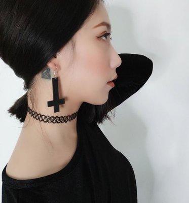 【黑殿】暗黑系耳環 女巫系小惡魔倒十字架耳環 黑色倒十字架耳環 十字架耳環 個性飾品