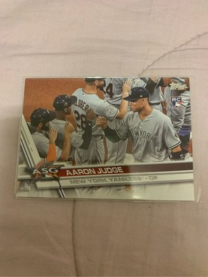 AARON JUDGE  ROOKIE PHOTO VARIATION US166 RC FIST BUMP SP 2017 TOPPS UPDATE