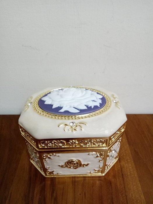 天使熊雜貨小舖~日本帶回八角型玫瑰音樂盒  全新現貨