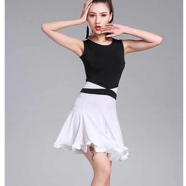 5Cgo【鴿樓】會員有優惠  556013070766 拉丁舞服裝成人女新款練習拉丁舞裙背心裙白色個性魚骨裙 短袖
