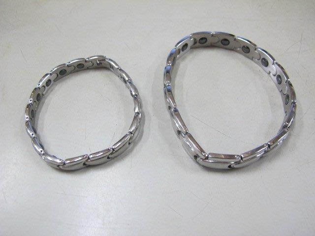 二手舖 NO.2932 鈦鋼精飾 時尚健康磁石情侶手鍊 首飾飾品