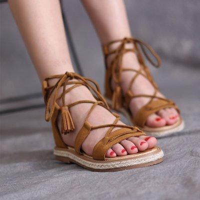 5Cgo【鴿樓】會員有優惠 528629218335 歐美夏款羅馬鞋真皮平底鞋草編麻繩系帶女鞋細帶露趾流蘇包跟涼鞋