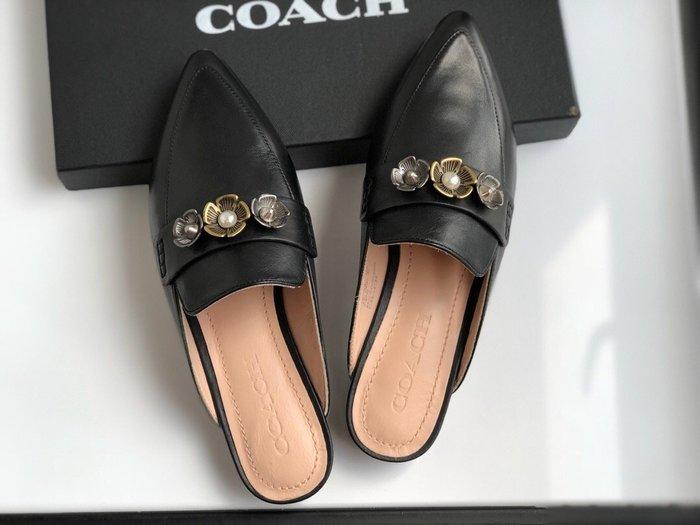 NaNa代購 COACH 拖鞋 牛皮打蠟面料 花朵飾釦 內裡墊腳牛皮 附購證 禮盒包裝