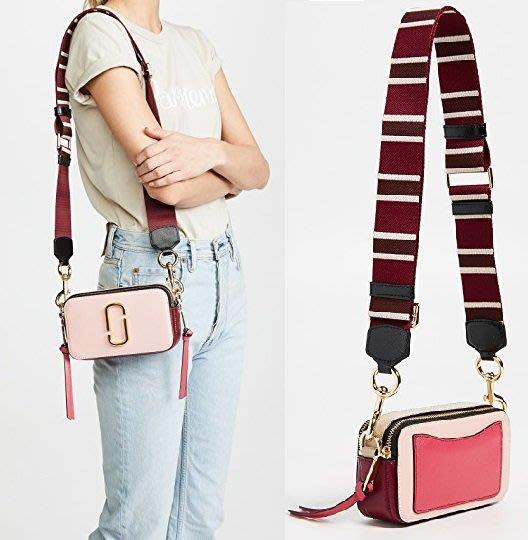 ◎美國代買◎Marc Jacobs Snapshot 好美的玫瑰粉撞色拼接條紋背帶經典粉色相機包斜肩背包