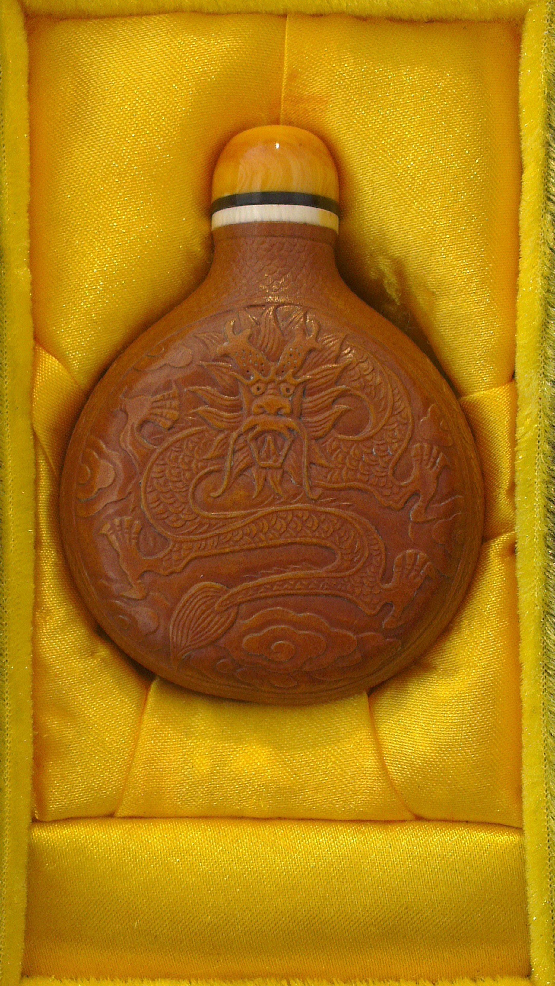 葫蘆模製雙龍扁型鼻煙壺 附木製錦盒7cm