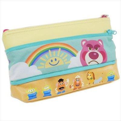 玩具總動員 大容量筆袋/化妝包  兩面設計都不同喔 圖樣豐富 顏色鮮艷 看了就有好心情!
