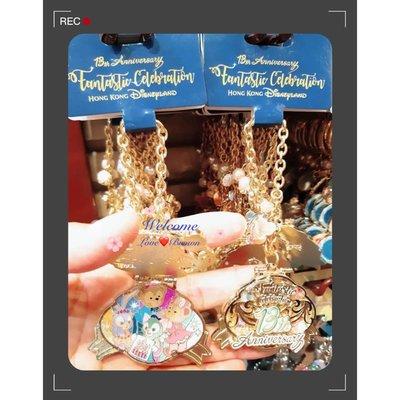 【迪士尼Disney】達菲熊好朋友13週年雙層質感金色吊飾 包包掛飾 鑰匙圈鍊子 米奇米妮 雪莉玫 畫家貓