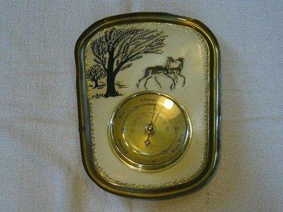 大氣壓力錶.氣壓錶.晴雨錶.晴雨計~~英國製~~功能不知?~~銅製雕花外殼~~裝飾.掛飾.吊飾