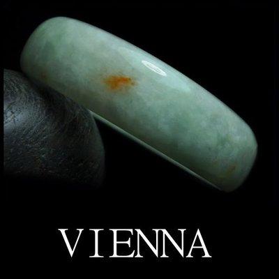 《A貨翡翠》【VIENNA】《手圍17/15mm版寬》緬甸玉/冰種甜蜜嫩豆點紅翡/玉鐲/R*-040