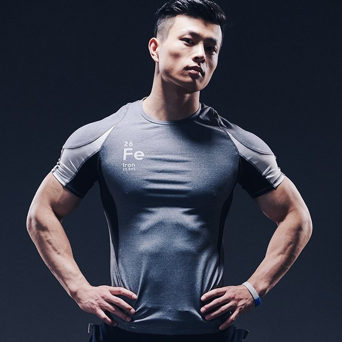 【OTOKO Men's Boutique】固制:赤鐵拼接緊身訓練短袖/灰色(台灣獨家代理)