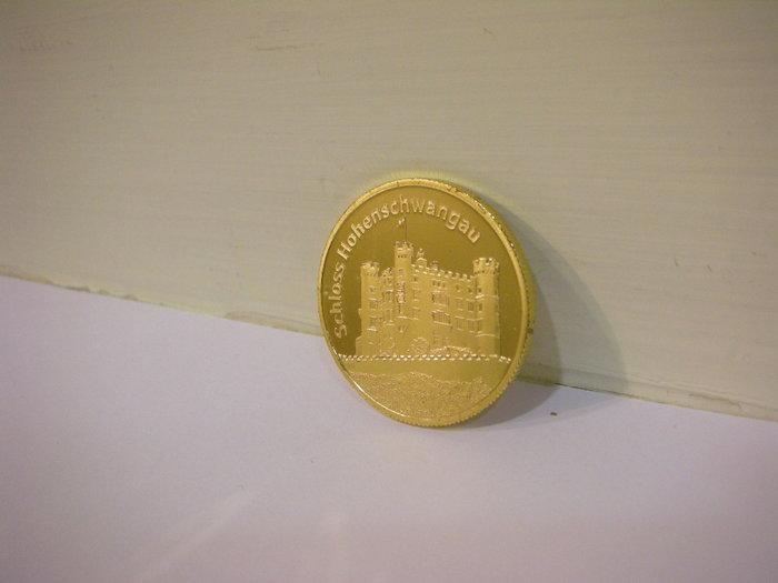 全新德國購回舊天鵝堡投幣機旅遊紀念金色圓幣雙面圖細緻立體凹凸城堡造型德文標記 Deutschland Germany