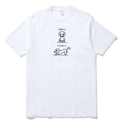 INHALE EXHALE Dachshund 短袖T恤 2色 臘腸犬瑜珈動物趣味幽默吸氣呼氣