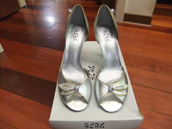 【100%真品】全新美國知名品牌 BCBG 時髦銀滾邊金葉子造型氣質高跟鞋/宴會鞋/婚禮鞋 8.5號