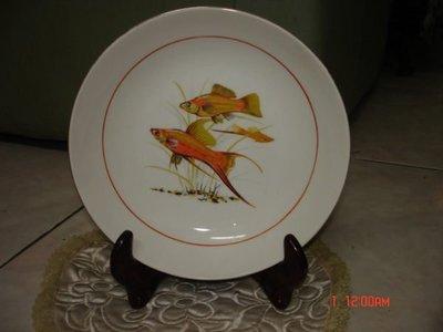 典藏一隻台灣早期的雙魚彩色盤子~~艷麗少見