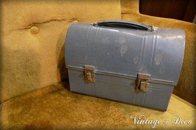 **Vintage & Deco 復古。飾**美國古董鐵工具箱 [BOX-0089] 二手 舊箱子 鐵箱 裝飾 擺飾