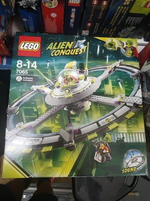 100% NEW Lego Wonderland Lego 7065 Alien Conquest Alien Mothership (盒殘只較適合玩家)