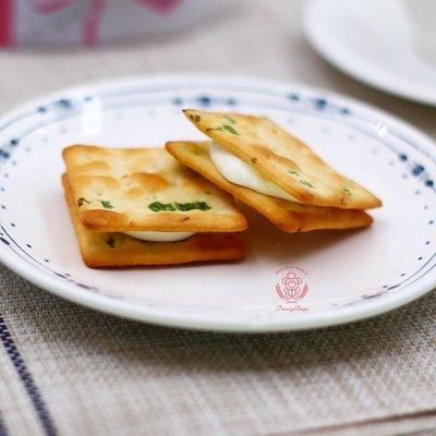 【經典牛軋餅】 選用法國奶油、日本海藻糖, 酥脆軟Q 、午茶良伴