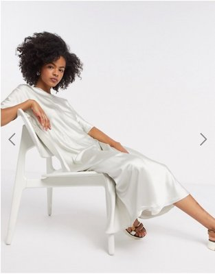 (嫻嫻屋) 英國ASOS-Weekday時尚優雅名媛亮米色緞面圓領短袖中長裙洋裝SG20