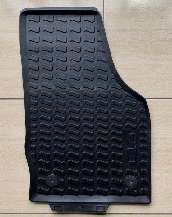 Audi Q3 12-18年 原廠橡膠腳踏墊。另有:行李箱防水墊-橡膠、A4 Avant原廠短毛腳踏墊 0