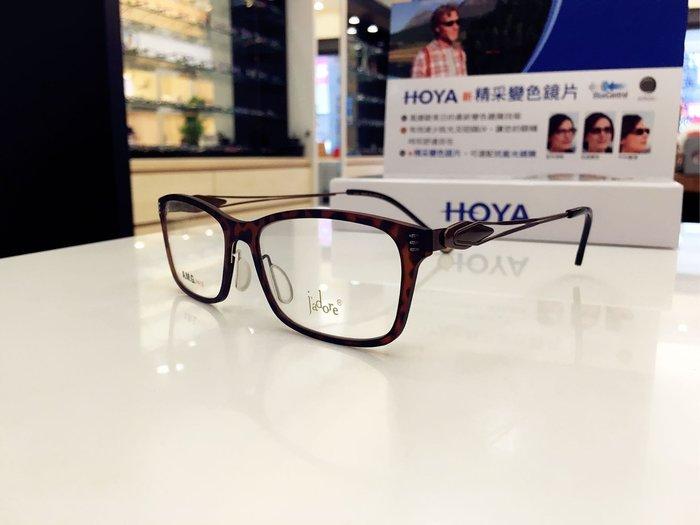 J'ADORE 百搭金屬鏡架 流動的線條與堅硬材料搭配 讓眼鏡隨著臉的線條建立不同風格