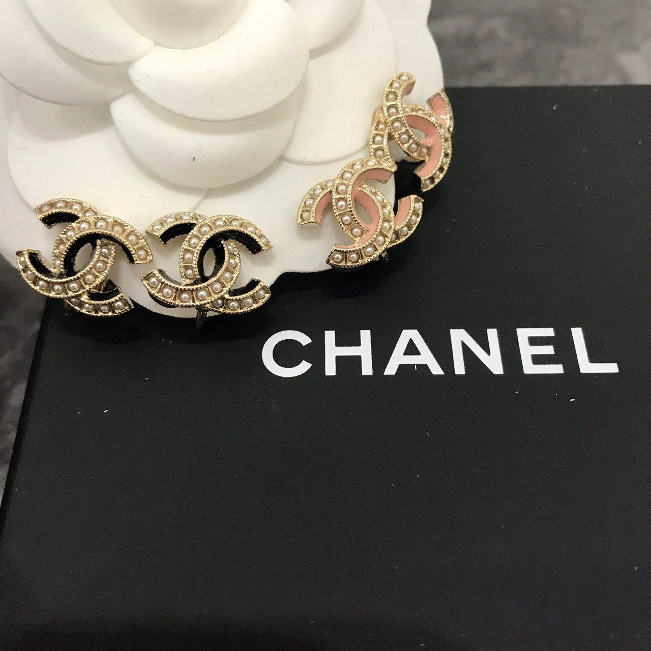 Chanel香奈兒 黑/粉色珍珠夾式耳環