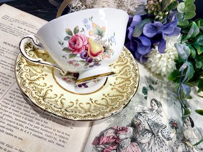 《英國骨瓷Paragon茶杯鵝黃色水果花》