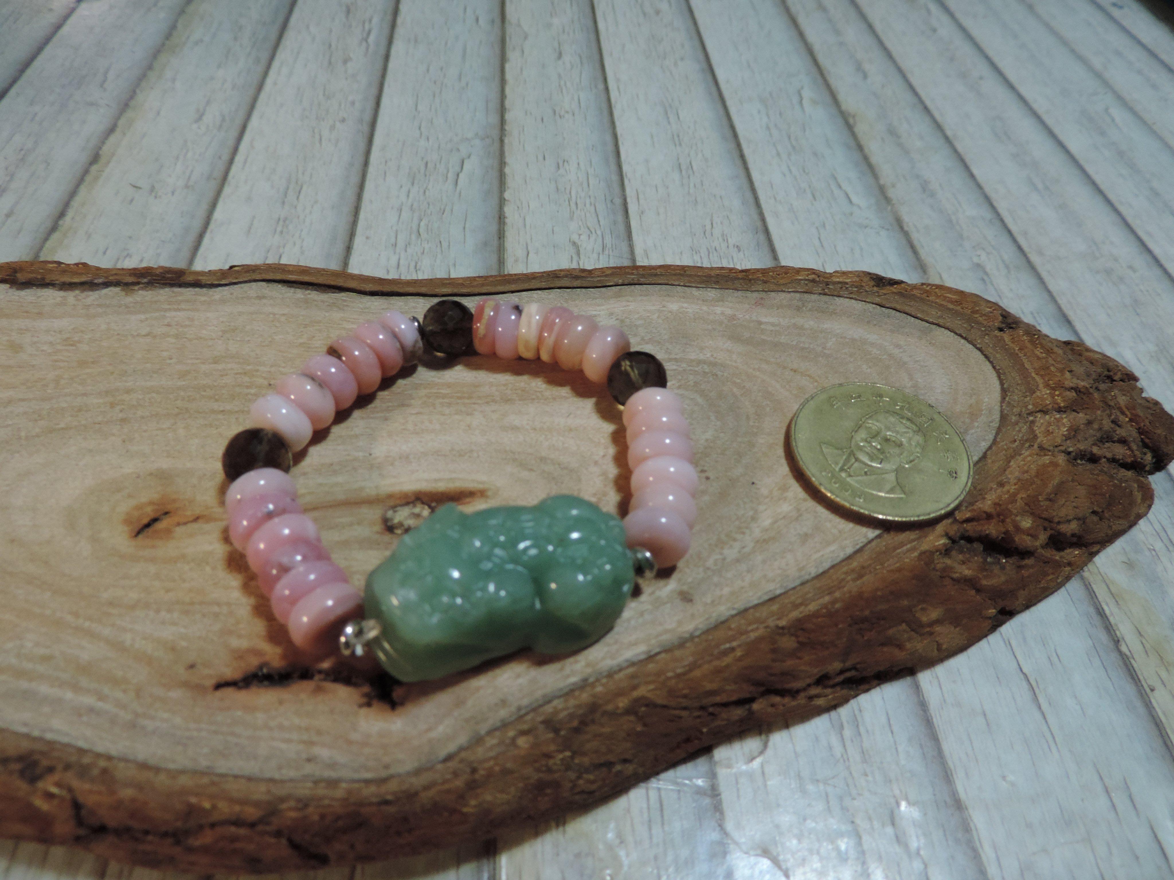 天然玉豼貅+水晶粉蛋白石手鍊 嫩綠玉冰清透光 粉紅蛋白石變彩熒光 貴氣寶石手串 鬆緊帶手鍊手環