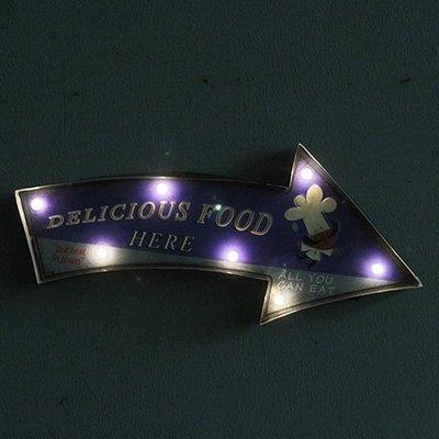 LOFT工業風創意指示LED燈牌招牌 鐵製懷舊箭頭咖啡廳餐酒館美食餐廳鐵皮畫燈飾 可愛廚師復古圖案櫥窗店面燈排壁掛電子燈