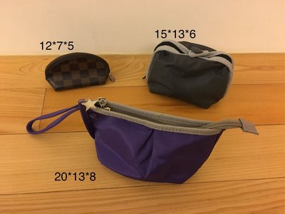 SKII化妝包 零錢包 三件尺寸如照片(cm) 紫色與格紋為全新 灰色SKII為二手有使用痕跡如照片