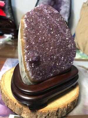 異象紫晶鎮~1公斤紫晶鎮~附實木底座