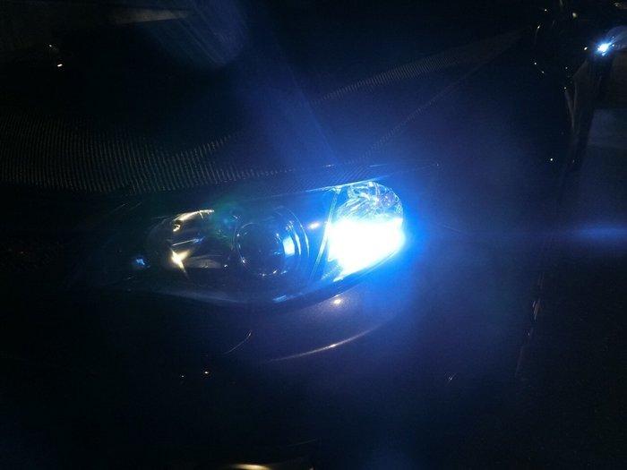 ◇光速LED精品◇T10 二段爆閃+恆亮 燈泡 爆亮款 魚眼 透鏡 藍光   爆閃 無極性