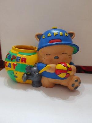 CAPERCAT CAPER - 企業寶寶 筆筒 - 高14 寬19cm - 151元起標    A-2 箱