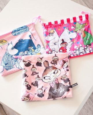 [瑞絲小舖]~ 日單慕敏家族亞美姆明系列抽繩束口袋 收納袋 小物袋(2款可選)