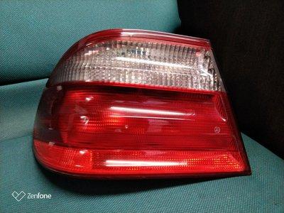 賓士BENZ W210左後外側尾燈99~02原廠