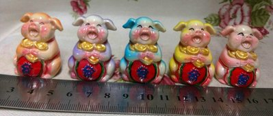 龍廬-庫存出清~波麗彩繪五色發字元寶豬(5個顏色一組)/不拆賣不挑色  手作DIY組裝 玩具擺件 園藝擺飾