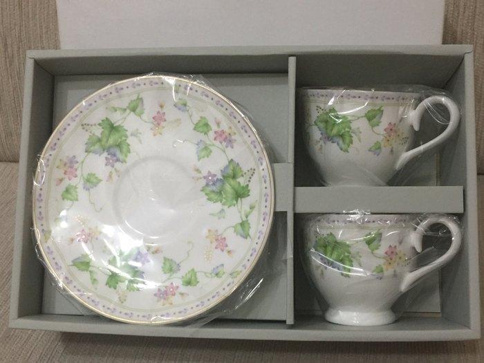 天使熊小舖~日本皇室限定Narumi骨瓷咖啡杯盤組 一組兩入 日本製野莓系列全新現貨 非馬克杯隨行杯